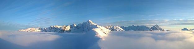 Panorama der Berge Russland, UralJanuary, Temperatur -33C Tatry polen Lizenzfreies Stockfoto