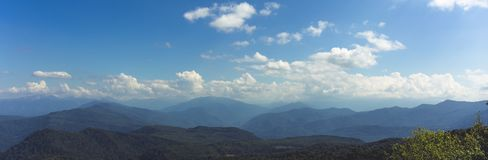 Panorama der Berge und der Kanten von Adygeib West-Kaukasus, Russland Lizenzfreies Stockfoto