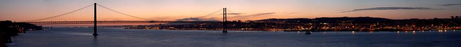 Panorama der Brücke 25 de Abril Lissabon, Portugal Lizenzfreies Stockbild