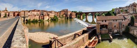 Panorama der Brücken und des Flusses in Albi Frankreich lizenzfreie stockfotos