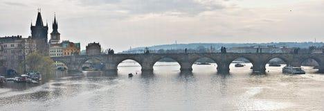 Panorama der Charles-Brücke in Prag Stockbild