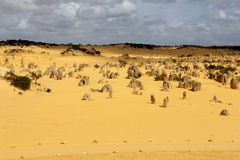 Panorama der gelben Berggipfel verlassen, Nationalpark Nambung, West-Australien Lizenzfreies Stockbild