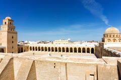 Panorama der großen Moschee in Kairouan, Tunesien lizenzfreie stockfotografie