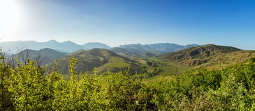 Panorama der Hügel der Krim-Halbinselweinberge Lizenzfreie Stockfotografie