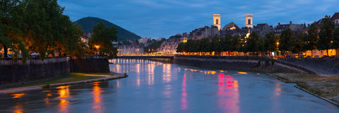 Panorama der Nacht Besançon Stockfotografie