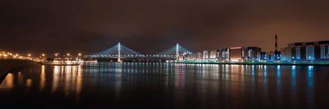 Panorama der Nachtstadt Nachtlichter von St Petersburg Stockbilder