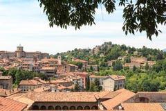 Panorama der oberen Stadt Citta Alta mit Hügel San Vigilio in Bergamo Lizenzfreies Stockbild