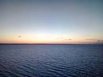 Panorama der russischen Natur der Wolgas, Damm bei Sonnenuntergang, See, Wasser, Meer Lizenzfreies Stockfoto