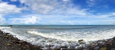 Panorama der schroffen Küstenlinie in Taiwan Stockbild