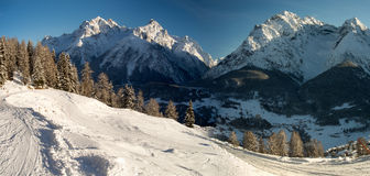 Panorama der Sesvenna-Gebirgsgruppe im Winter Stockfotografie