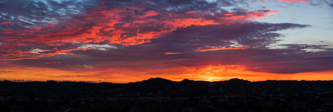 Panorama der Sonnenunterganggebirgsorangen county stockfoto