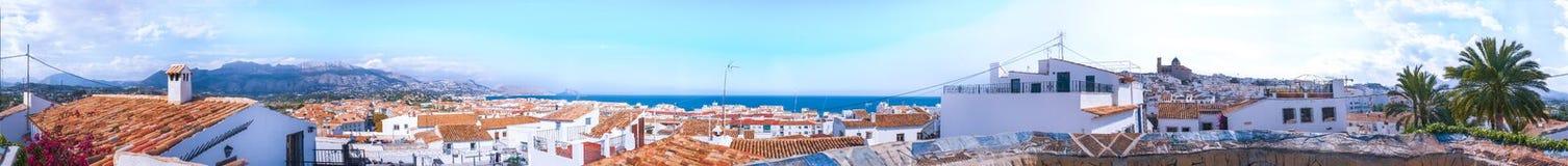 Panorama der spanischen Mittelmeerstadt Altea Spanien, Apr 2019 lizenzfreie stockfotografie