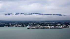 Panorama der Stadt von Akureyri in Island Stockbild