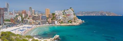 Panorama der szenischen Bucht in Benidorm Lizenzfreie Stockfotos