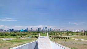 Panorama des Astana-Stadt timelapse und des Wohnsitzes Akorda des Präsidenten mit Park stock video footage