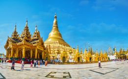 Panorama des au sol de pagoda de Shwedagon, Yangon, Myanmar images stock