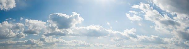Panorama des bewölkten Himmels Lizenzfreies Stockbild