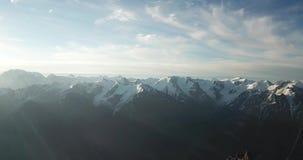 Panorama des cr?tes neigeuses La taille de plus de 4000 mètres Longueur de bourdon banque de vidéos