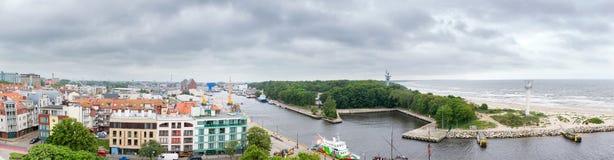 Panorama des Eingangs zum Hafen in KoÅ-'obrzeg Lizenzfreies Stockfoto