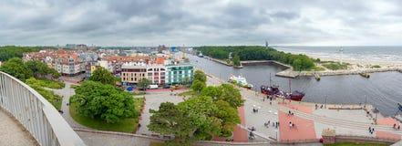 Panorama des Eingangs zum Hafen in KoÅ-'obrzeg Lizenzfreie Stockfotos