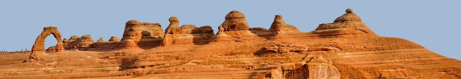Panorama des empfindlichen Bogens und der Touristen Stockfotografie