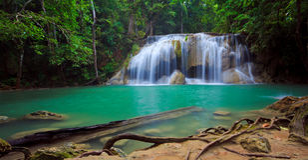 Panorama des Erawan Wasserfalls, Thailand Stockbild