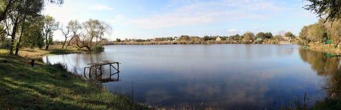 Panorama des Flusses Lizenzfreie Stockbilder