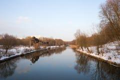 Panorama des Flusses und Bäume in der Winterstadt parken moskau Russland Stockbilder