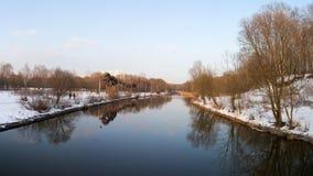 Panorama des Flusses und Bäume in der Winterstadt parken moskau Russland Lizenzfreies Stockfoto