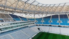 Panorama des Fußballstadions - Feld und Sitze stock footage