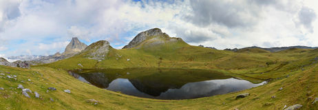 Panorama des Glazial- Sees Paradis Lizenzfreie Stockfotografie