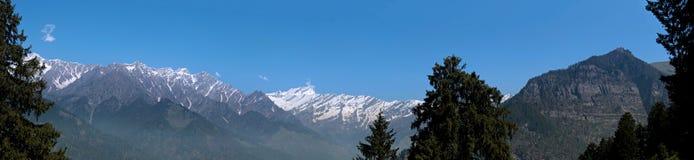Panorama des Himalajagebirgszugs Lizenzfreie Stockfotografie