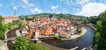 Panorama des historischen Teils von Cesky Krumlov mit Schloss und stockbild