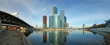 Panorama des internationalen Geschäftszentrums Stockbilder