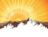 Panorama des montagnes avec le rayon de soleil Image stock