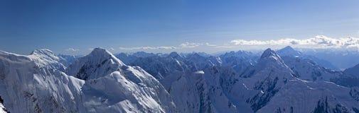 Panorama des montagnes centrales de Tian Shan Image stock