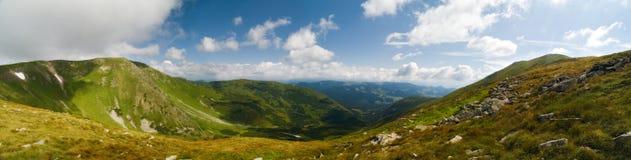 Panorama des montagnes de l'Ukraine Photographie stock libre de droits