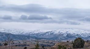 Panorama des montagnes neigeuses en Turquie Photos stock