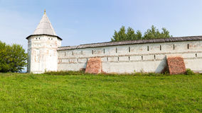 Panorama des murs et des tours du monastère de Goritsky Pereslavl-Zalessky Russie Photographie stock libre de droits