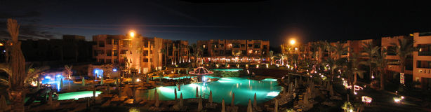 Panorama des nächtlichen Hotels Stockfoto