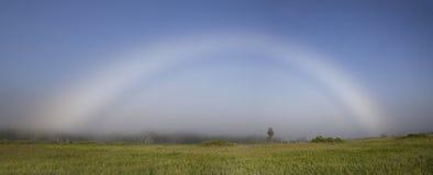 Panorama des Nebelbogens (weißer Regenbogen) Stockfotos