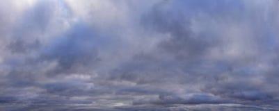 Panorama des nuages de tempête en automne photos stock