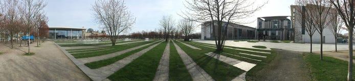 Panorama des Parks vor deutschem Kanzleramt, Berlin Lizenzfreie Stockfotos
