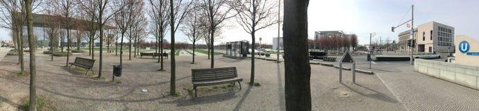 Panorama des Parks vor deutschem Kanzleramt, Berlin Lizenzfreies Stockfoto