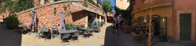 Panorama Des Paume Rue du Jeu in Roussillon, Frankreich Stockbild