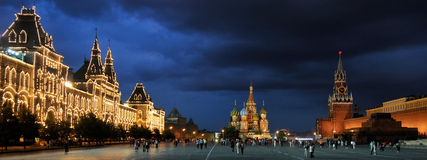Panorama des Roten Platzes bei einem Sommer-Tag - Moskau bis zum Nacht Stockbilder