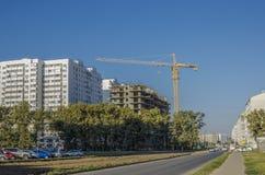 Panorama des rues de ville avec de nouveaux bâtiments Photographie stock libre de droits