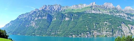 Panorama des Sees Walensee und das Churfirsten Stockfotos