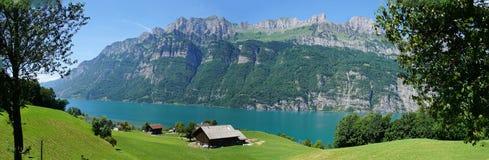 Panorama des Sees Walensee und das Churfirsten Stockbilder