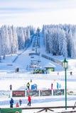 Panorama des Skiorts Kopaonik, Serbien, Leute, Aufzug, Berge Stockfotografie
